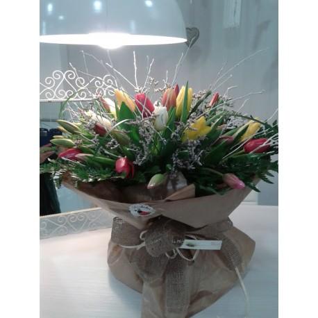 Ramo de tulipanes variados