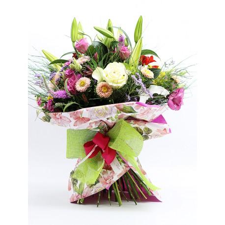 Ramo flores variadas en tonos rosas y verdes