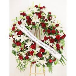 Corona de rosas rojas.