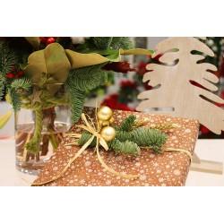 Ramo navideño con caja bombones y jarrón de cristal